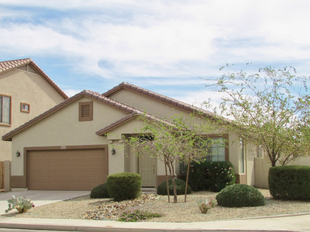 Large single story 1 900 sq ft home in maricopa az for Large one story homes